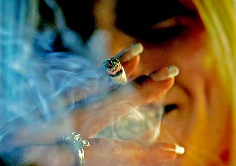 Cannabis – snart på ett apotek nära Sverige. (Foto: Robin Utrecht/AFP/Scanpix)