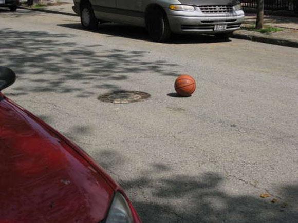 Är detta verkligen en målad basketboll...? Eller....?